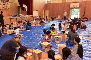 カホンワークショップin椿小学校①44台のカホンを作る