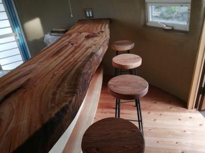 木のカウンターはオイルで仕上げるのが良い