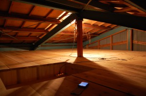 屋根裏に秘密基地?