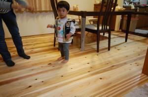 無垢の木の床にリフォーム