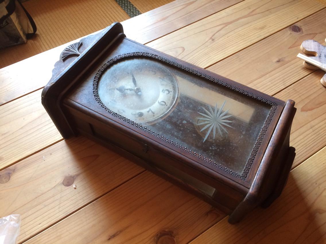 手巻き式の掛け時計