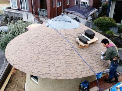 とんがり屋根の葺き方〜大阪の小さな円いカフェ