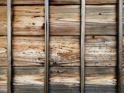 外壁板は塗装すべきか否か